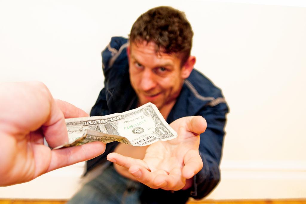 Что нельзя делать для мужчины: Не давайте денег мужчине